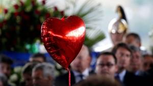 Große Trauerfeier für Erdbebenopfer in Amatrice