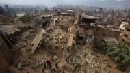 Drohne zeigt das zerstörte Kathmandu von oben