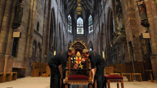 Mit Blick auf das Münster und den Schwarzwald