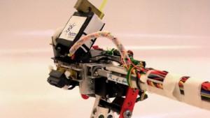 Ein Roboter erobert den steilen Laufsteg