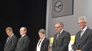 Lufthansa Hauptversammlung beginnt mit Schweigeminute