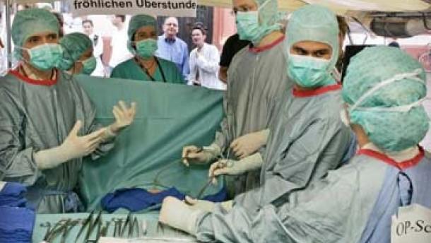 Ärzte drohen mit neuer Protestwelle in Universitätskliniken