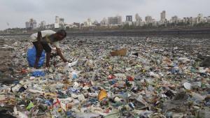 Indonesien holt sich gegen Plastik Hilfe von oben