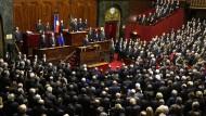 Französische Parlamentskammern singen Marseillaise