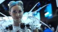 Alles Hightech: Babywiege, Fernseher, Blumentopf