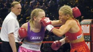 Halmich Doppel-Weltmeisterin und stocksauer