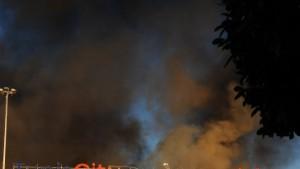 Brände, Plünderungen, Feuergefechte