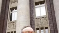 Klaus Esser kommt vor Gericht in Fahrt