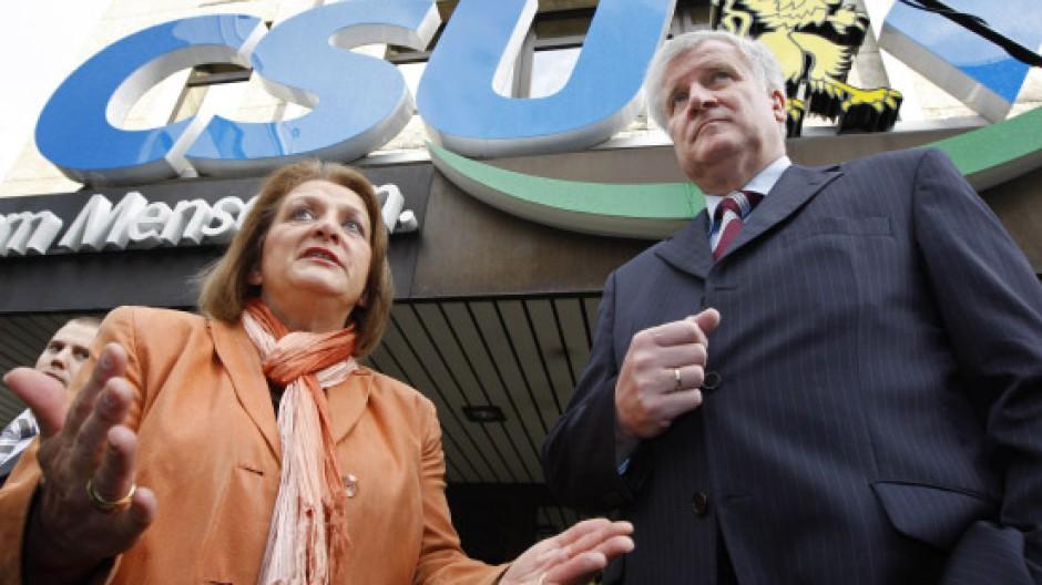 Annäherung: Der designierte CSU-Vorsitzende und Ministerpräsident Seehofer und die bayerische FDP-Chefin Leutheuser-Schnarrenberger