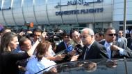 Ägyptens Ministerpräsident wird von Journalisten befragt