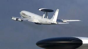 Kabinett beschließt Awacs-Einsatz in Afghanistan