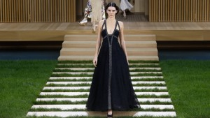 """Star-Wars-Look"" bei Lagerfelds Chanel-Show"