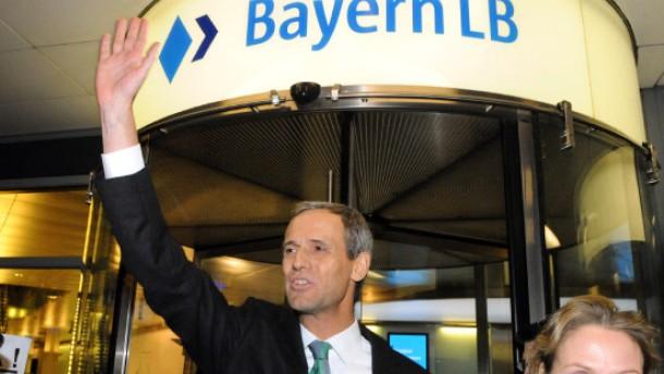Der Chef der Bayern LB bleibt doch im Amt