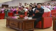 Kim Jong-un zeigt sich mit seiner Frau