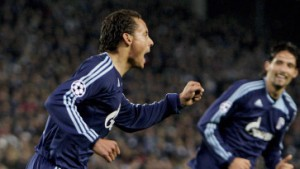 Jones und Kuranyi lassen Schalke jubeln