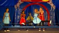 Ukrainische Kinder machen Zirkus in Berlin