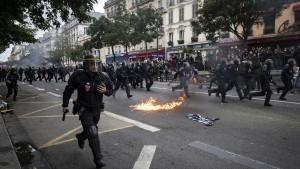 Ausschreitungen bei Demonstrationen in Paris