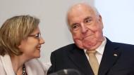 Aufmunterung: Helmut Kohl und Maike Kohl-Richter bei der Buchvorstellung am Montag in Frankfurt