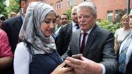 Gauck würdigt Zentrum für Folteropfer