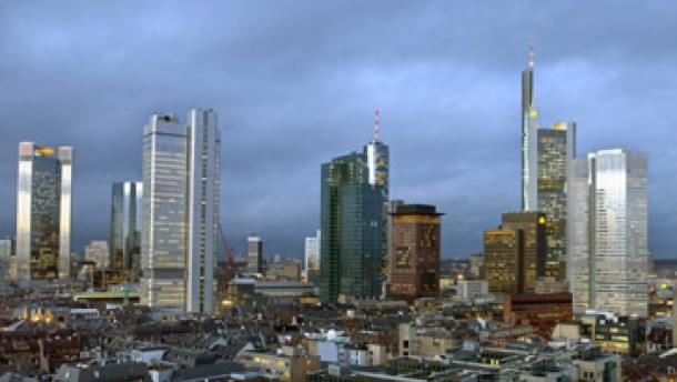 Dresdner Bank wehrt Abwerbeversuch der CSFB ab