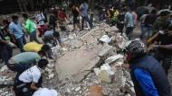 Suche nach Erdbebenopfern läuft an
