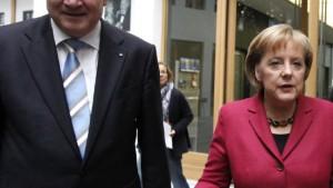 Merkel distanziert sich von Seehofer