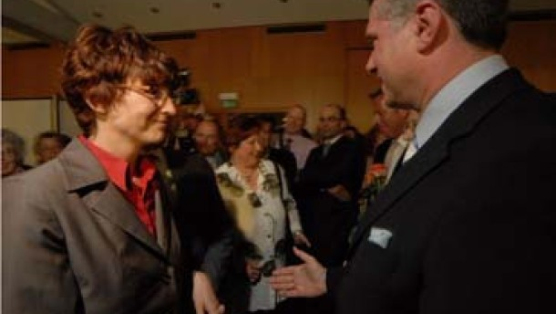 Gisela Stang (li.) und der Wahlverlierer Wolfgang Marschall