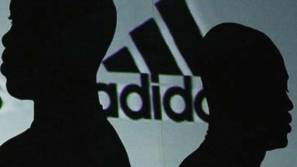 Vorteile für Adidas? Olympia-Streit um die drei Streifen