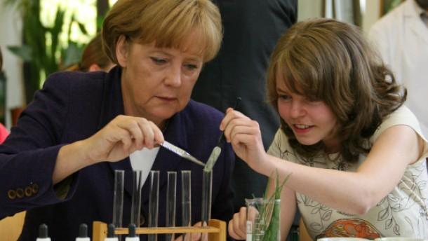 Scharfe Kritik an Merkels Gipfel