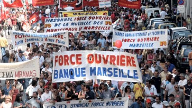 Anhaltende Verkehrsbehinderungen durch Streiks in Frankreich