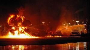 Tankschiff beim Beladen explodiert