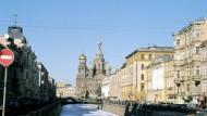 Frühling in St. Petersburg - mit tiefgefrorener Newa