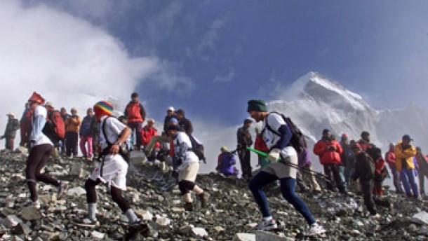 Nepal hofft auf Wende im Tourismus