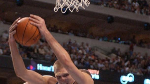 Dirk Nowitzki und Dallas wieder Spitze