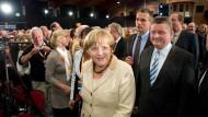 Angela Merkel mit CDU-Generalsekretär Hermann Gröhe in der Hessenhalle in Alsfeld