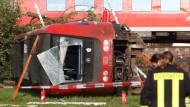 Neun Zuginsassen wurden schwer verletzt in Krankenhäuser gebracht