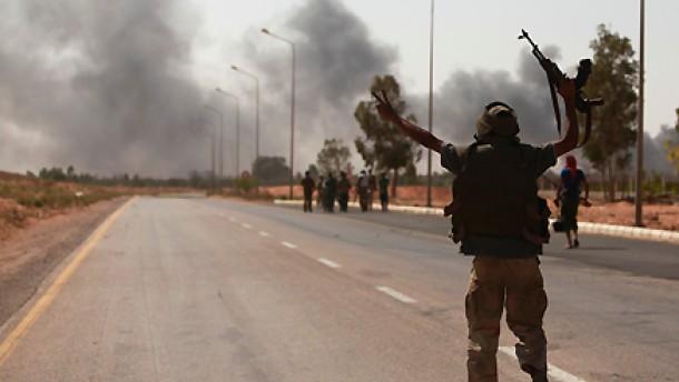 Übergangstruppen nehmen Hafen von Sirte ein