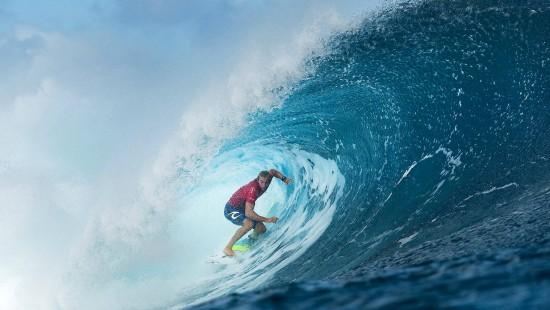 Legendärer Surf-Wettkampf vor Tahiti