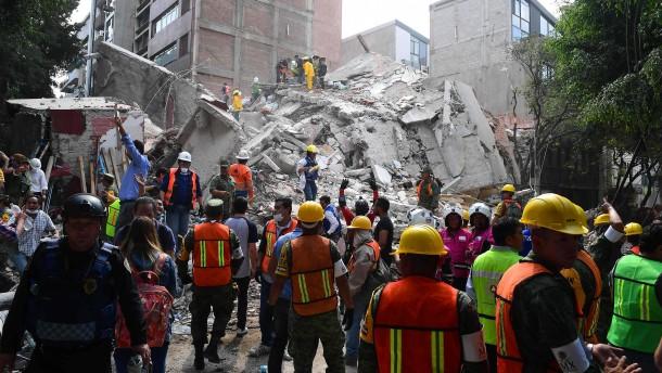 Mehr als 220 Tote bei Erdbeben in Mexiko