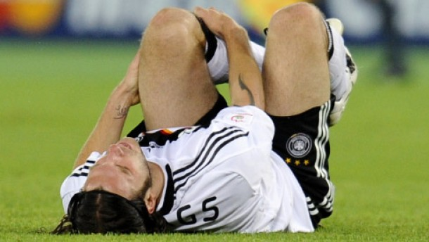 Rippenbruch bei Frings, Probleme bei Podolski