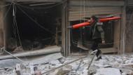 Tod und Zerstörung in Aleppo - Zehntausende auf der Flucht