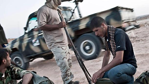 Rebellen erobern Waffenlager Gaddafis