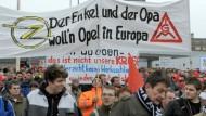 Opelaner demonstrieren für ihre Jobs