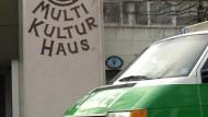 """Von der Polizei geschlossen: das Neu-Ulmer """"Multi-Kultur-Haus"""""""