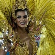 Ungeachtet der Sorge vor dem Zika-Virus haben in Rio de Janeiro zehntausende Menschen zum Höhepunkt des Karnevals an der Vorführung der Sambaschulen teilgenommen. Rund 70.000 Menschen tanzten und jubelten in der brasilianischen Metropole auf den Rängen des Sambadroms, als am Sonntagabend die Estacio de Sa als erste der zwölf Sambaschulen den Wettbewerb in dem Tanzstadion eröffnete.