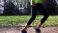 Die Hose, die beim Laufen stützt