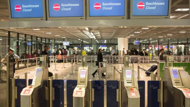 Streik der privaten Sicherheitsmitarbeiter - Am Frankfurter Flughafen sind die 5000 Beschäftigten der privaten Sicherheitsdienstleister zum Streik aufgerufen. Dadurch sind erhebliche Behinderungen zu erwarten.
