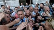 Griechen stürmen die Banken