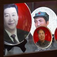 """Staatspräsident Xi Jingping (linker Teller) geht mit """"eiserner Hand"""" gegen Korruption vor. Auch ein früheres Landesoberhaupt ist offenbar ins Visier geraten."""